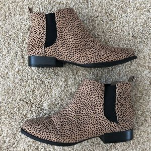 Old Navy Leopard Chelsea Boots Ankle Booties 8